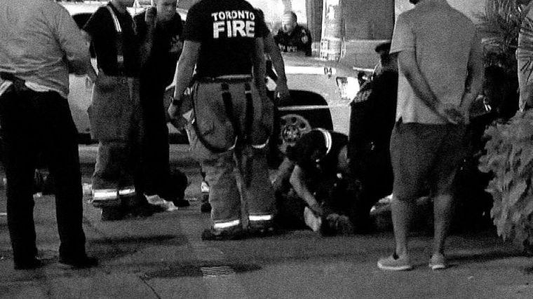Mata a tiros a una mujer y hiere a 13 más en Toronto