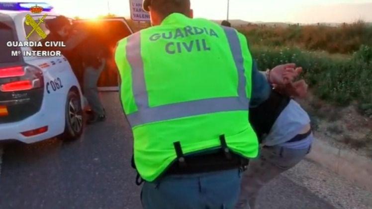 Tres detenidos en Barcelona con un coche robado y un hacha de grandes dimensiones
