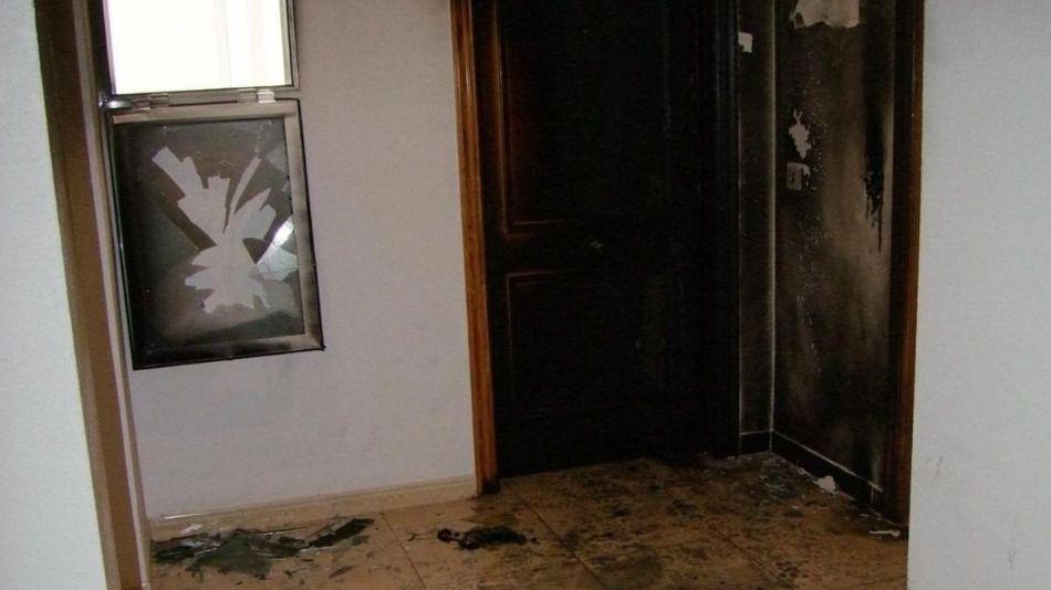 Un hombre prende fuego al domicilio de su expareja e hijo cuando estaban dentro