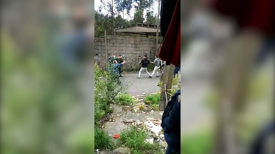 Ingresados dos policías al ser recibidos a pedradas en un poblado de Pontevedra