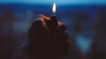 La Policía evita que un joven se prenda fuego para quitarse la vida