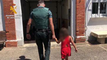 Abandona a una niña de 7 años en la carretera
