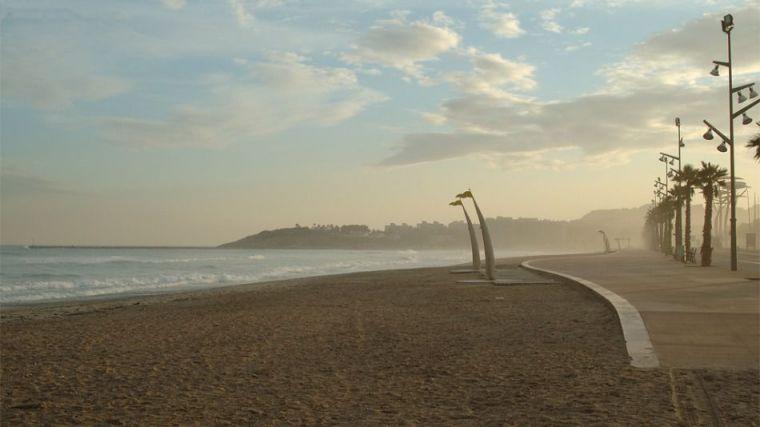 Encuentran el cadáver de un hombre desnudo en una playa