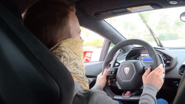 Youtuber detenido por grabarse conduciendo a 233 km/h en una vía de 80