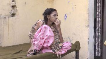 Una mujer es rescatada de un baño en el que permaneció encerrada por su marido durante años