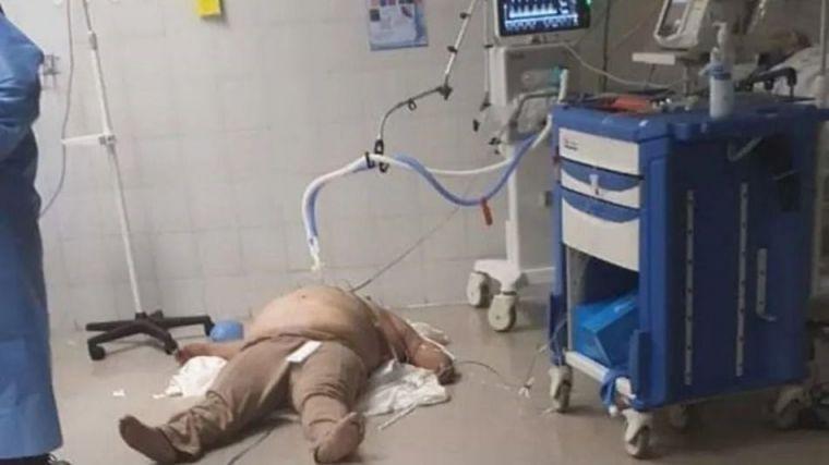 Atendido en el suelo de un hospital donde falleció por Covid-19
