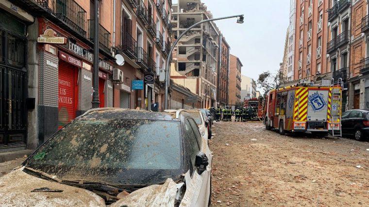 Una explosión destroza un edificio de la Iglesia en la calle Toledo de Madrid