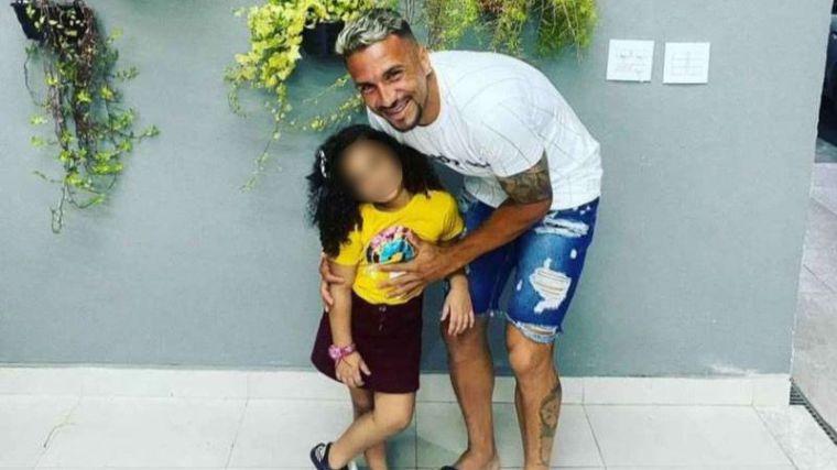 Conmoción en Brasil: Fallece la hija de un conocido futbolista tras caerle un armario encima