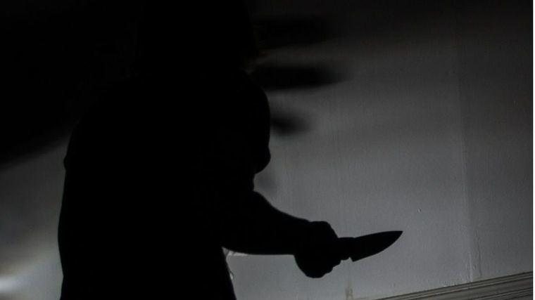 Una mujer de 37 años apuñala a su novio de 65 y muere en el acto