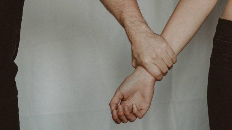 Detienen a un hombre en Mallorca por violar tres veces a la misma mujer