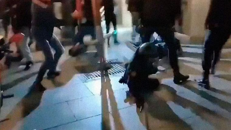 Dos detenidos por golpear de forma violenta y repetida a una policía