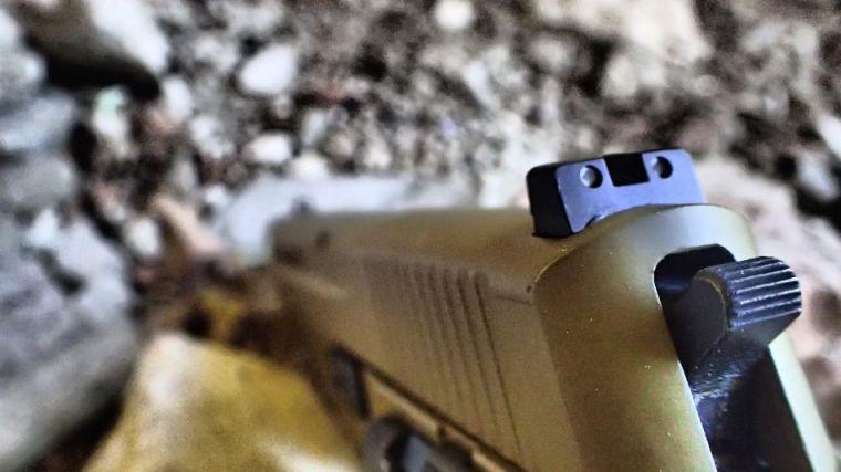 Muere un DJ en Marbella en una fiesta ilegal de un tiro en el cuello