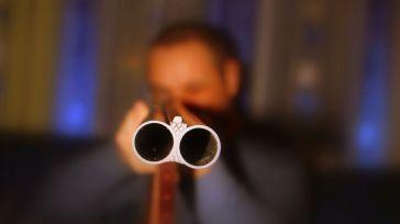 Disparó un cartucho de perdigones contra la cabeza de un hombre