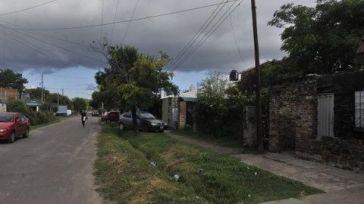 Hallado muerto de dos puñaladas en el patio de su casa
