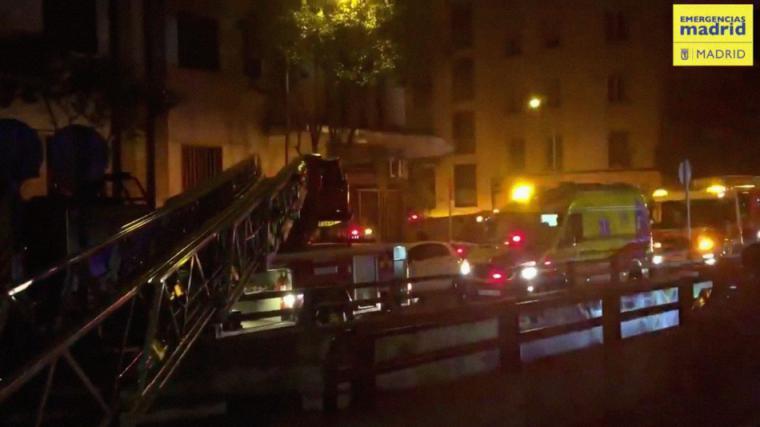Salvado in extremis un joven atrapado en un incendio en Madrid