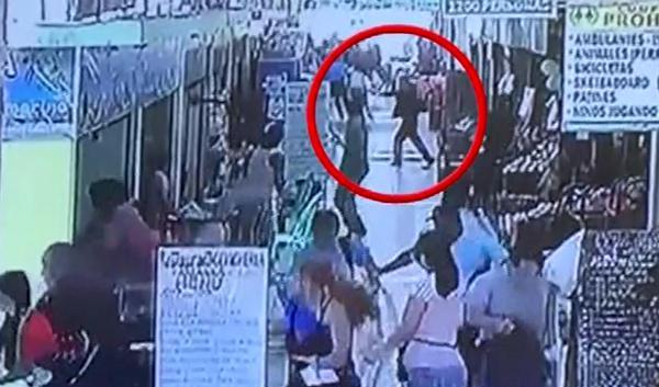 Las duras imágenes del asesinato de una mujer a manos de su ex marido