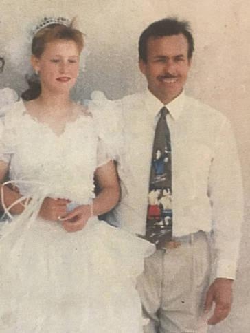 Secuestró, golpeó, acuchilló y hasta disparó a su hijastra durante 19 años