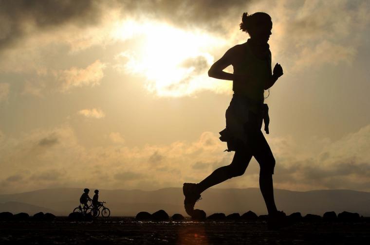 Así salvaron a una joven de ser violada mientras hacían running
