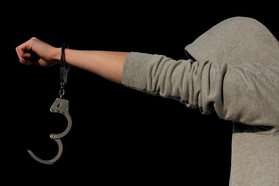 """Detenido el líder de una """"oficina"""" de sicarios justo antes de operarse el rostro"""