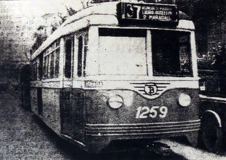 El tranvía del disco 37 donde Antonio Lamarca Rovira paseó el nombre de Morales Bargalló hasta el trágico accidente que le hizo huir (Foto Pérez de Rozas)