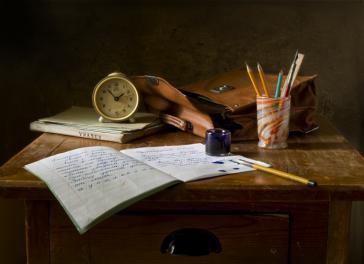 Escondió una nota de auxilio en los deberes de su hijo