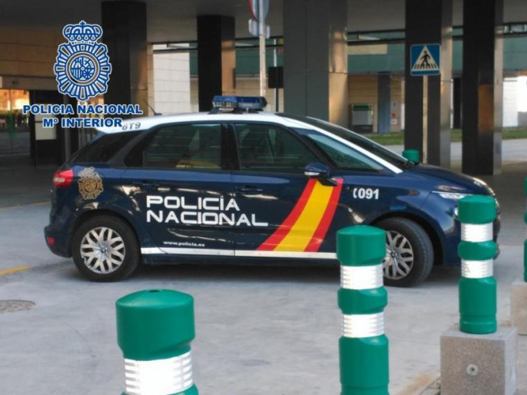 La Policía Nacional libera a una menor de 13 años que fue detenida ilegalmente por el padre de su pareja