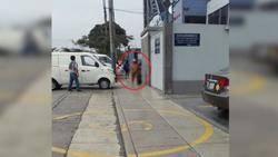 Desnuda en la avenida Guardia Civil en plena hora punta