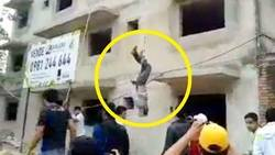 Los obreros evitaron el robo de su salario y colgaron del edificio a ladrón